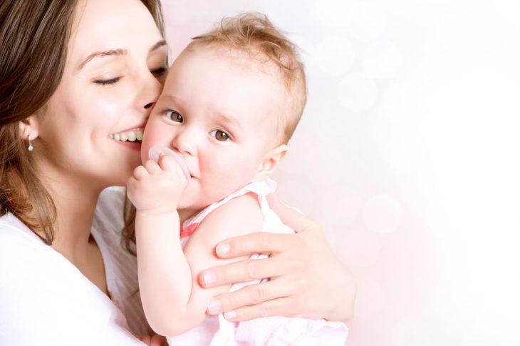 Jeune Maman avec bébé