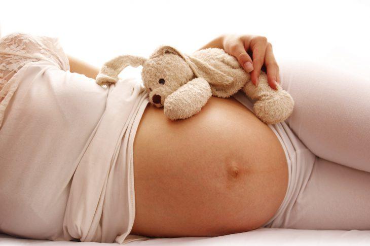 Ventre femme enceinte sans vergetures